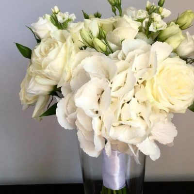 Bridesmaid's bouquet in shades of white