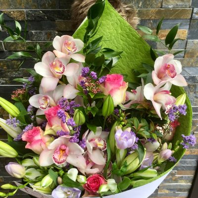 Large lush bouquet with the Wow factor