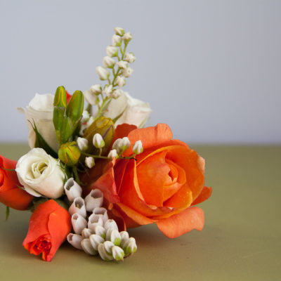 Wedding corsage to pin on
