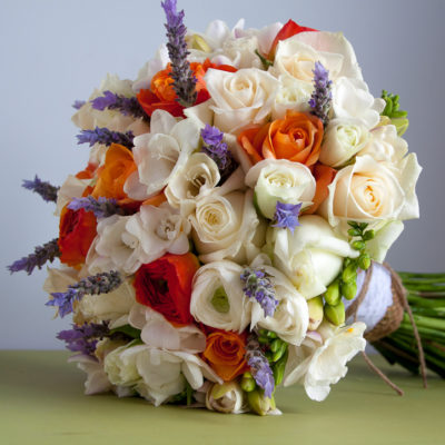 Chhose a wedding bouquet to match you style and personality.