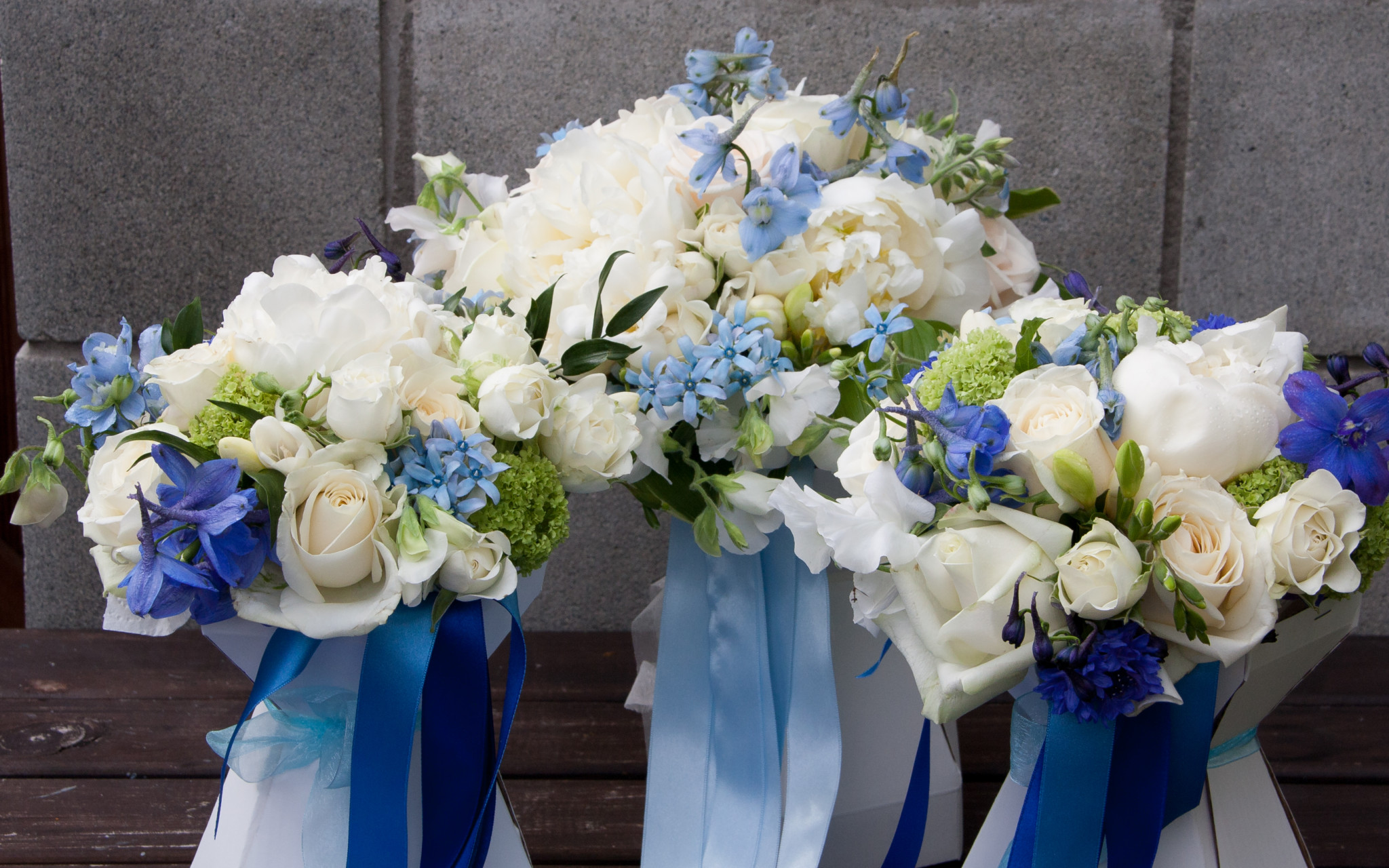 Showing Wedding bouquets for bride and bridesmaids