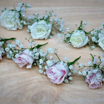 Dainty hair flowers in pink and white.