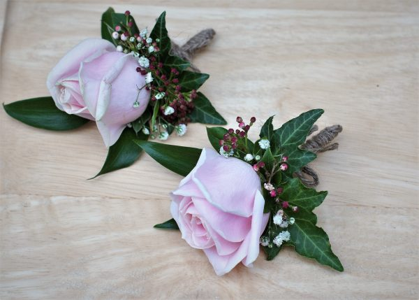 Buttonholes for fathers of the bride and groom
