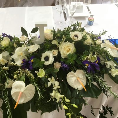 Bridal table flowers fo vineyard wedding